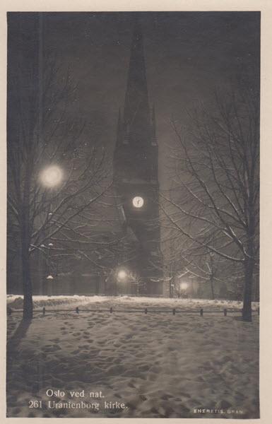 Oslo ved nat. Uranienborg kirke.