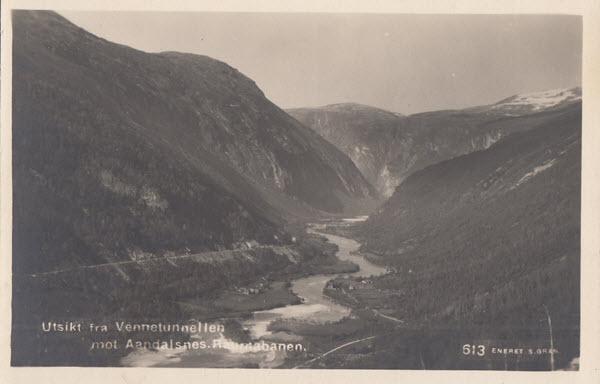 Utsikt fra Vennetunnellen mot Aandalsnes. Raumabanen.