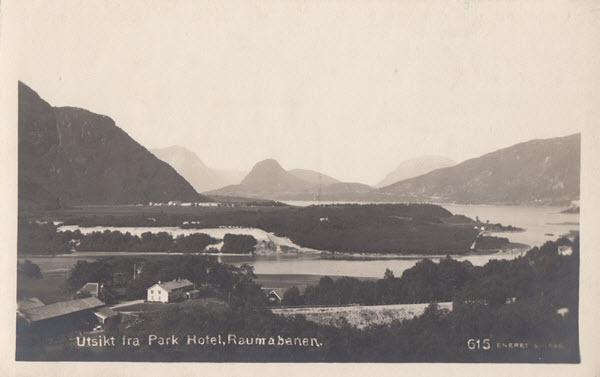 Utsikt fra Park Hotel, Raumabanen.