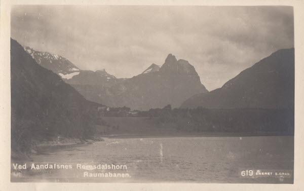 Ved Aandalsnes Romsdalshorn Raumabanen.