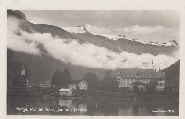 Norge. Mundal Hotel, Fjærlandsfjorden.