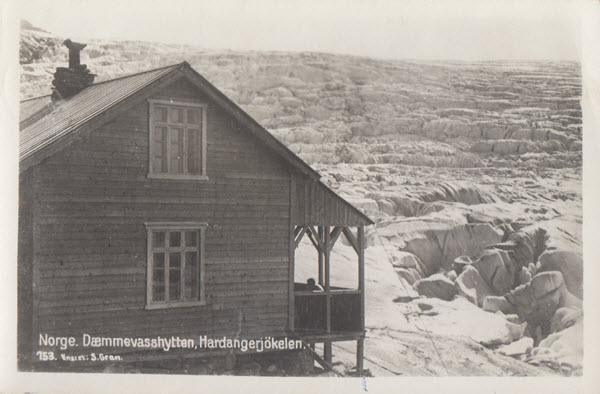Norge. Dæmmevasshytten, Hardangerjökelen.