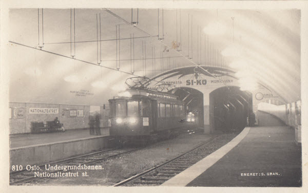 Oslo. Undergrundsbanen. Nasjonalteatret st.