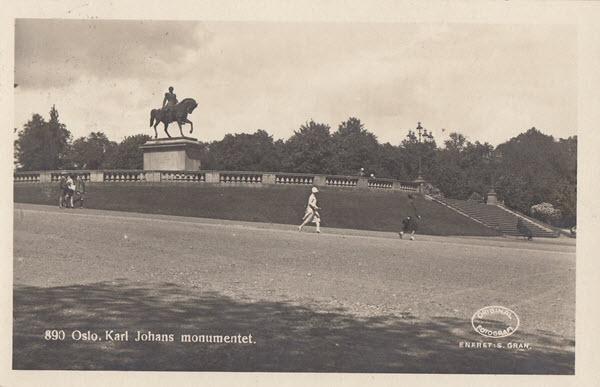 Oslo. Karl Johans monumentet.