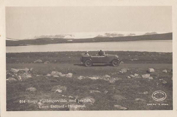 Norge. Hardangervidda ved jøkelen. Veien  Eidfjord - Haugastøl.