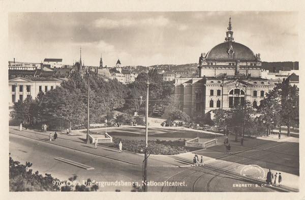 Oslo. Undergrundsbanen. Nationalteatret.