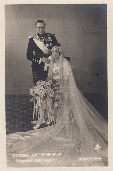 Norges Kronprinspar fotografert etter vielsen.