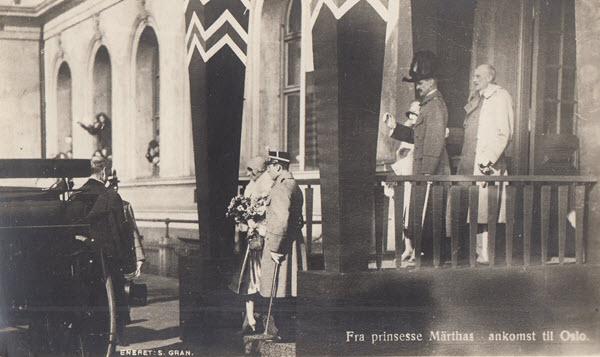 Fra prinsesse Märthas ankomst til Oslo.[4, uten hvit ramme]