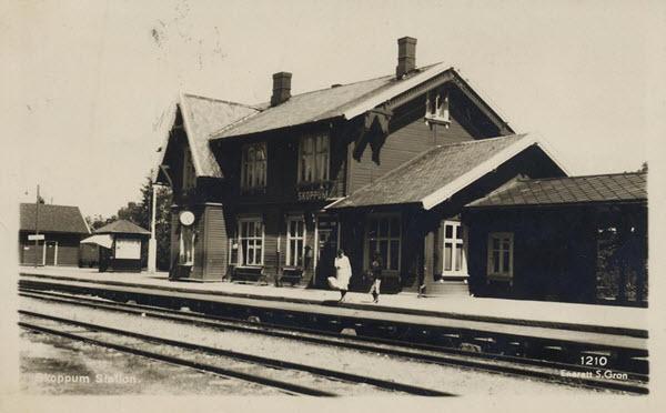 Skoppum Station.
